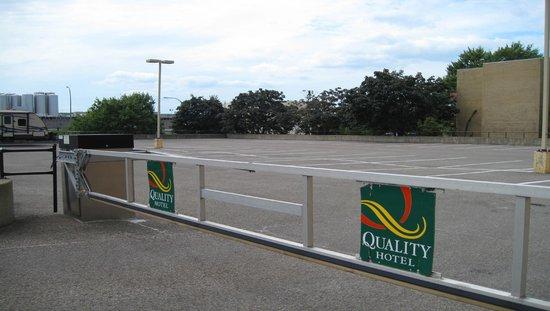 كواليتي هوتل مونتريال إيست: Secure Guest Parking