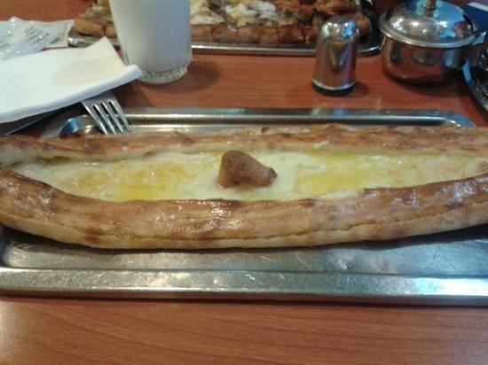 Simsek Karadeniz Pide Salonu: Pide with cheese