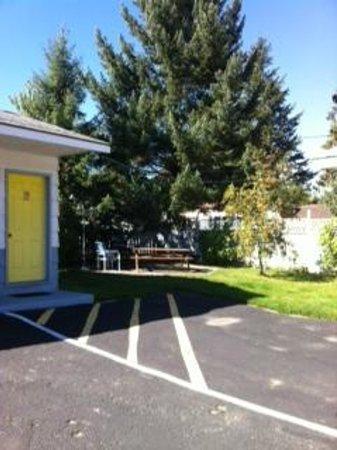 Mountain View Inn: Drive Up Parking