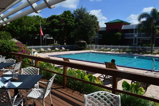 Ramada by Wyndham Naples: Pool Area From Deck
