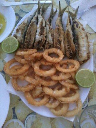 أبارتامينتوس بالم جاردن: Calamari e sardine fritte