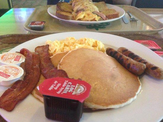 Fresgo Inn Restaurant & Bakery: Breakfast special and corned beef hash