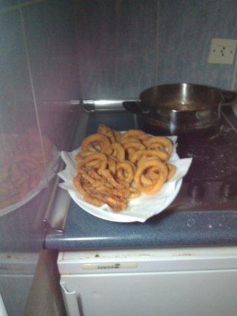 أبارتامينتوس بالم جاردن: Calamari cotti nella nostra cucina