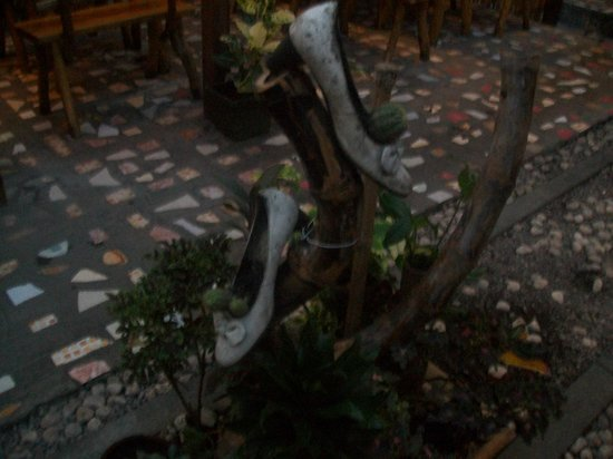 Tambilawan Kamayan Restaurant: shoes