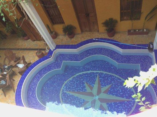 La Brisa Loca Hostel: Piscina