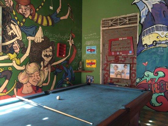 La Brisa Loca Hostel: Mesa de Sinuca do Bar