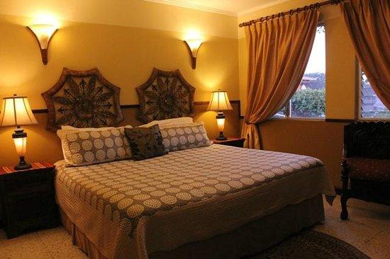 Hostal Villa Toscana: Habitación matrimonial con cama king
