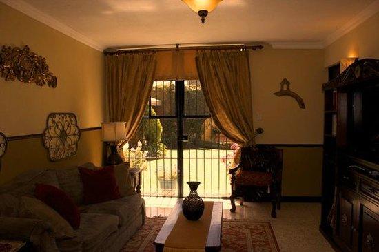 Hostal Villa Toscana: Sala de estar