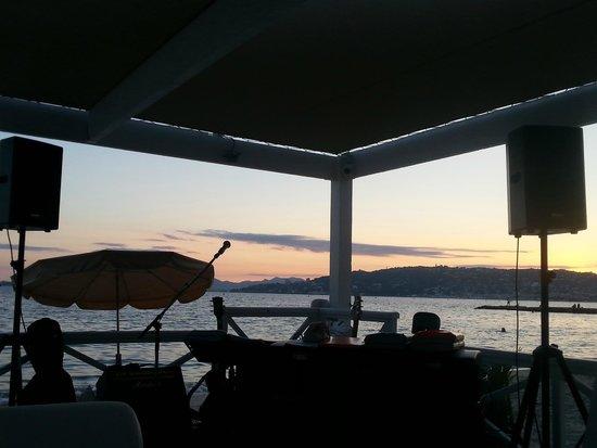 Garden Beach Hotel : coin lounge - concert jazz