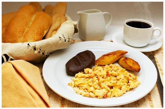 Hostal Villa Toscana: Desayuno típico guatemalteco