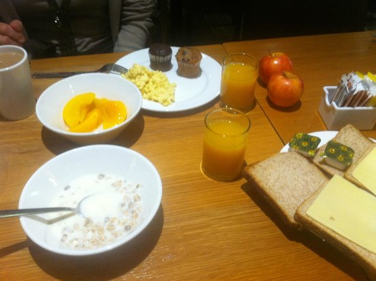 Holiday Inn Express London - Hammersmith: DESAYUNO COMPLETO
