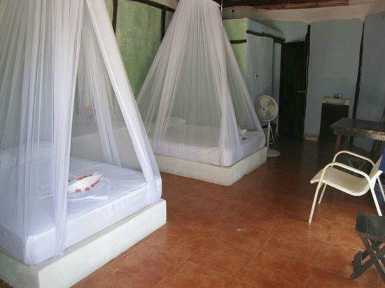بارايسو بيتش هوتل: interior cabañas para cuatro personas