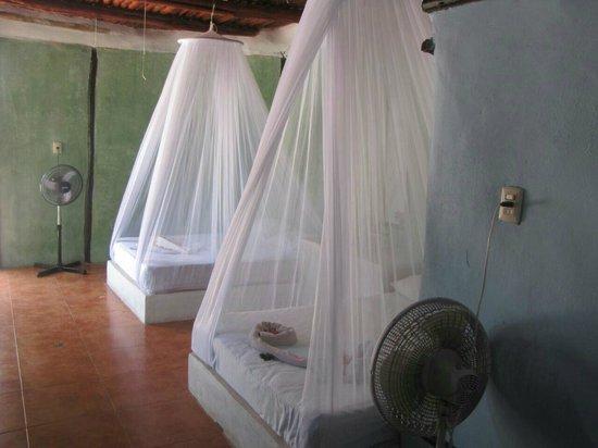 بارايسو بيتش هوتل: interior cabaña para cuatro personas