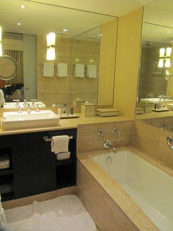 جاي دبيلو ماريوت إل كونفينتو كوسكو: Bathroom