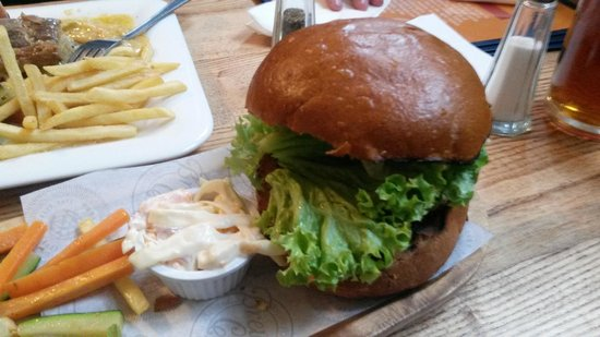 Brewhouse & Kitchen - Portsmouth: Brewhouse Beef Classic Burger