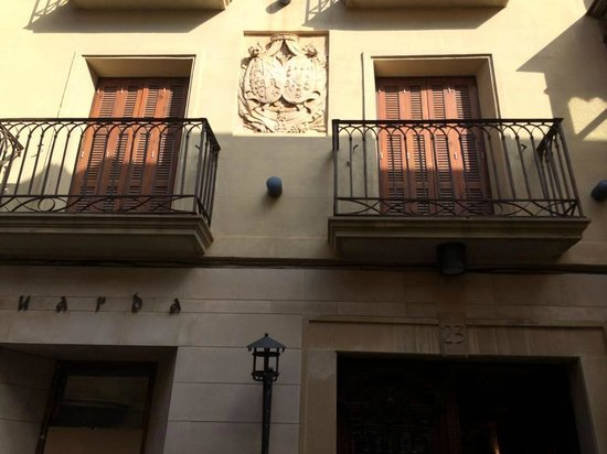 هوتل لا جويوسا جواردا: Bedroom at front of Hotel