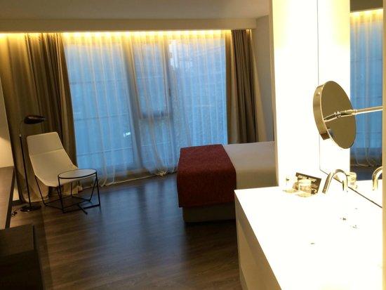 Olivia Balmes Hotel: Room including bathroom