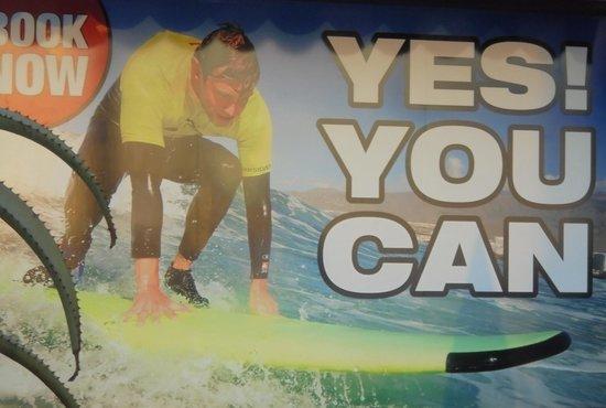 Golf Las Americas: pubblicita' di un centro surf