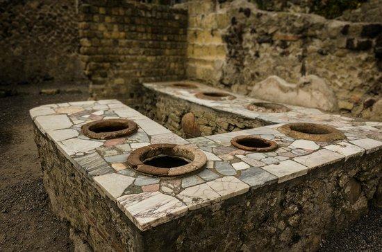 Parco Acheologico di Ercolano: food stall