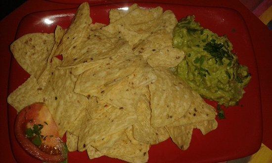 La Vedette: nachos con guacamole