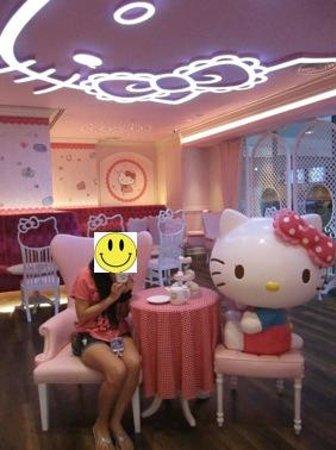 Hello Kitty House: hello kitty cafe