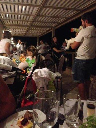 Sani Club: ужин. дети везде.