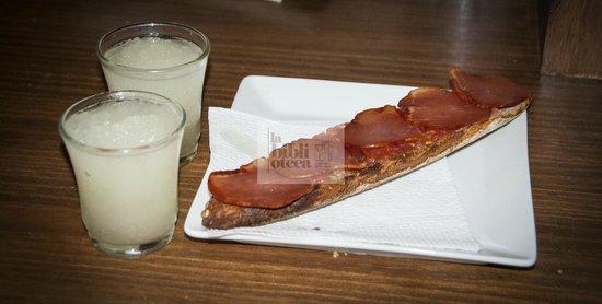 La Biblioteca: Leche merengada, café granizado con horchata... acompaña tu desayuno.