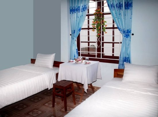 Mai Hung Homestay: Twin Room (A/C, fan, wifi) with private bathroom 