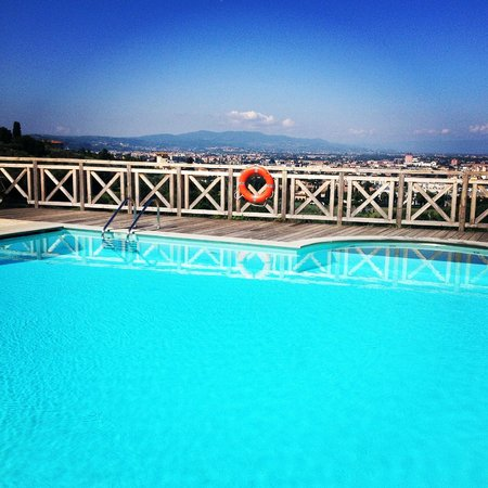 Villa Tolomei Hotel and Resort: Pool and view by day