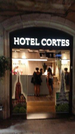 Hotel Cortes: entrada do hotel