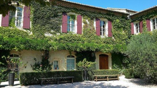 Chateau d'Estoublon: Courtyard