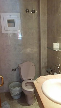 Hotel Cortes: banheiro...ruim