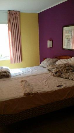 Hotel Cortes: roupa de cama cheirando usada