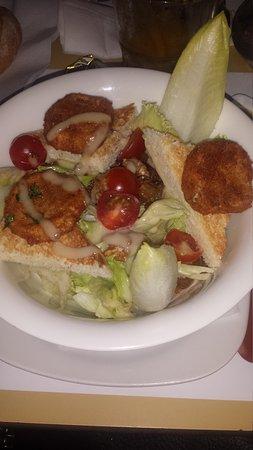 16 Cafe: salade de chèvre chaud une tuerie sauce au miel sucre/sale