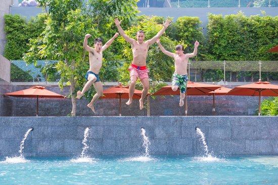 صنسوري بوكيت: moment at pool