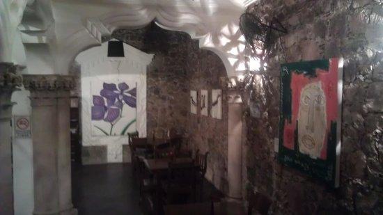 Orquidea Thai Restaurant: View into one dining room