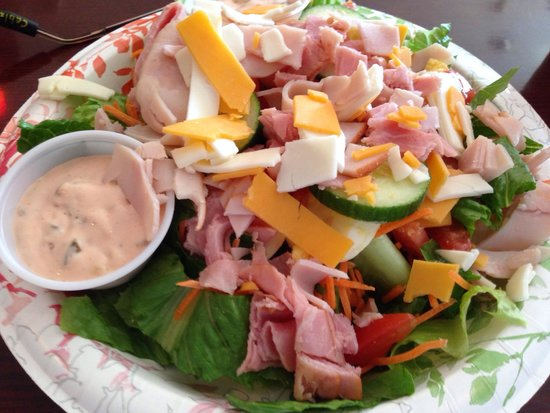 Market Street Deli and Salads: Outstanding service, great food and friendly people... This is a must for breakfast and lunch..