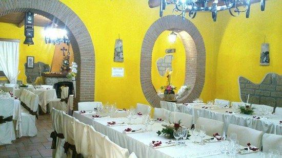 Azienda Agrituristica Masseria Montenero: sala interna adibita a festa