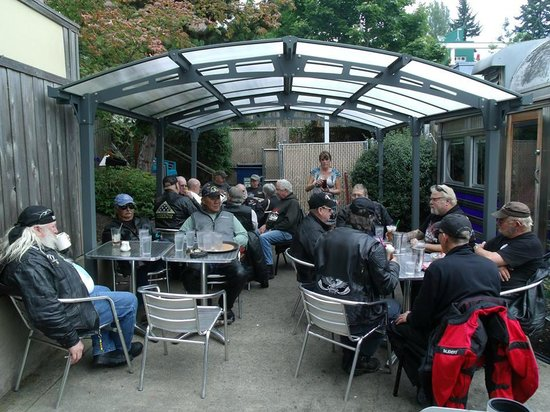 Madison Diner: Great outdoor seating for groups.
