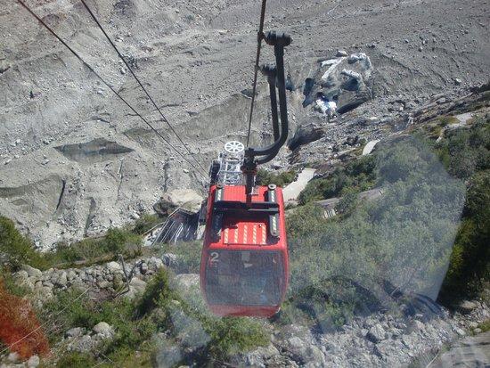 Montenvers - Mer de Glace Train: télécabine pour accéder aux escaliers de la grotte de glace