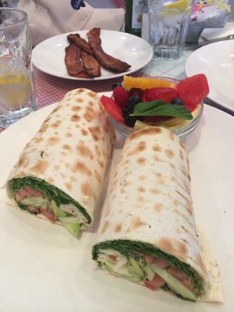 Toast Bakery Cafe: Fresh veggies wrap