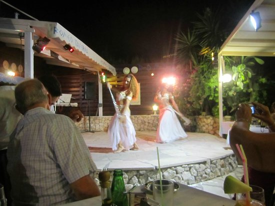 Romeo Garden Taverna: Belly Dancers