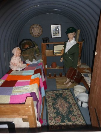 Barry War Museum: Inside the dug-out
