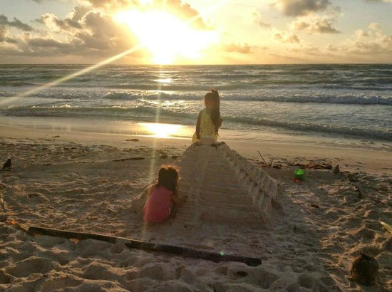 بارايسو بيتش هوتل: zona de playa para diversion de niños
