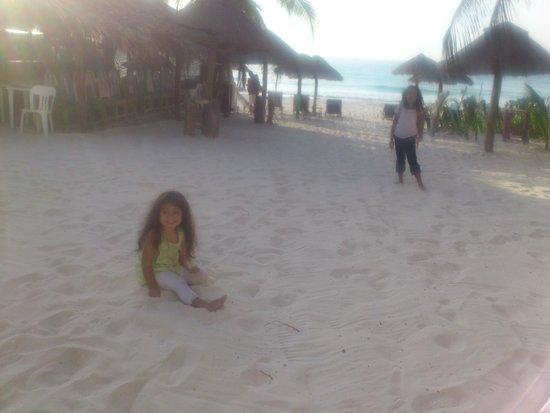 بارايسو بيتش هوتل: Zona de playa para niños frente a las suites