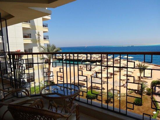 صن رايز هوليدايز ريزورت: la vue sur la plage et la mer de notre chambre