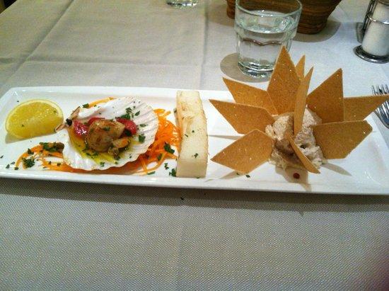 Ristorante Tempini: Antipasto che mi hanno preparato su richiesta con capasanta, polenta bianca e sfogliata di denti