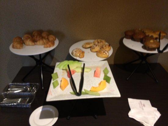كراون بلازا تورنتو إيربورت: Club Breakfast. Not tasty