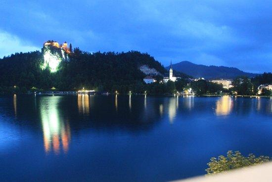 جراند هوتل توبليس: View from our room at night with the Castle
