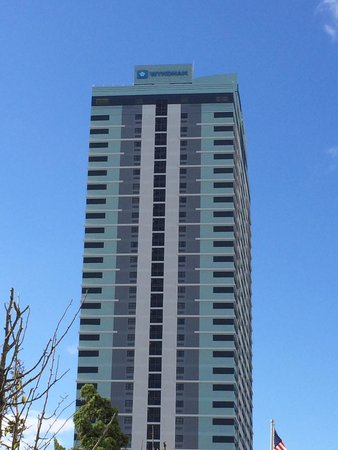 Wyndham Skyline Tower: Building